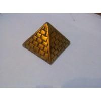 Pirámide Dorada Hueca